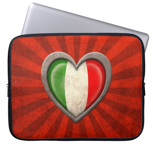 Corazón italiano envejecido de la bandera con los  funda ordendadores