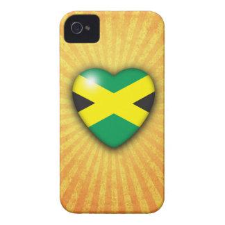 Corazón jamaicano de la bandera en fondo del respl iPhone 4 carcasas
