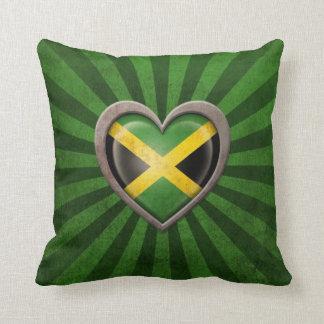 Corazón jamaicano envejecido de la bandera con los almohadas