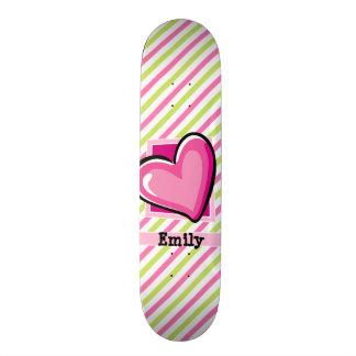 Corazón lindo en rayas del rosa y de la verde lima patineta personalizada