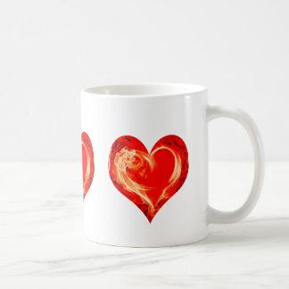 Corazón llameante taza