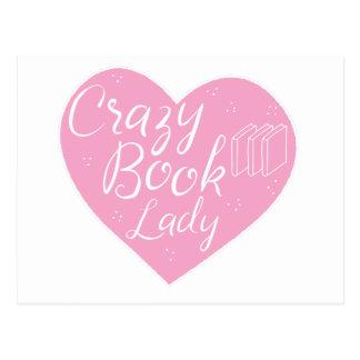 corazón loco de la señora del libro postal