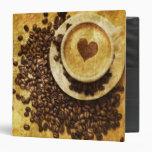 corazón moderno del cappuccino de los granos de ca