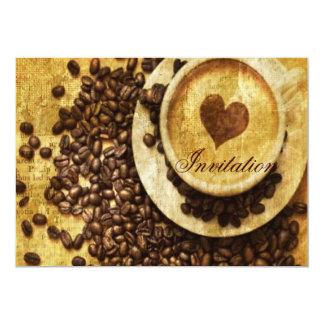 corazón moderno del cappuccino de los granos de invitaciones personalizada