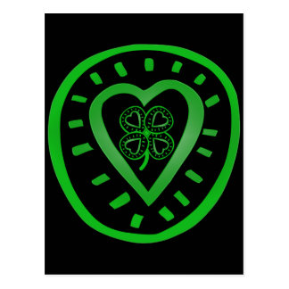 Corazón negro con el trébol - el día de St Patrick Tarjeta Postal