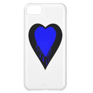 Corazón negro con la pintura azul del goteo