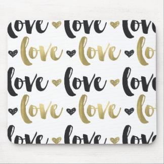 Corazón negro del amor del oro alfombrilla de ratón