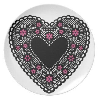 Corazón negro del cordón plato de comida