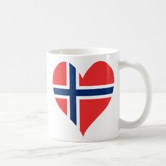 Corazón noruego de la bandera taza clásica