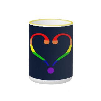 Corazón Orgullo y Arco Iris y amor de San Valentín Taza