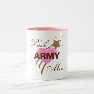 Corazón orgulloso de la mamá del ejército tazas