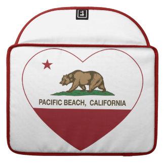 corazón pacífico de la playa de la bandera de Cali Funda Para Macbook Pro