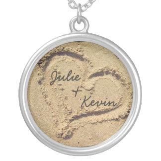 Corazón personalizado en el collar de la arena