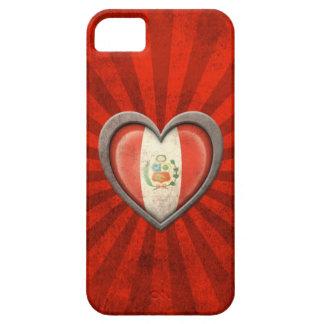 Corazón peruano envejecido de la bandera con los r iPhone 5 coberturas