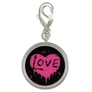 Corazón punky gótico lindo del rosa del amor en dijes