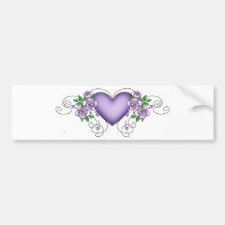 corazón púrpura con los rosas y las vides pegatina para auto