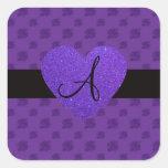 Corazón púrpura del monograma de los rosas calcomanías cuadradass personalizadas