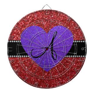 Corazón púrpura del monograma rojo del brillo tablero de dardos