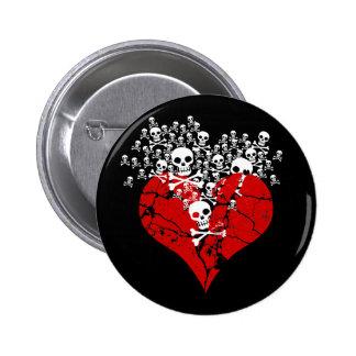 Corazón quebrado con los cráneos pin redondo de 2 pulgadas
