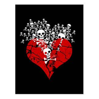 Corazón quebrado con los cráneos postales
