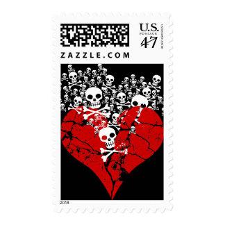 Corazón quebrado con los cráneos sellos postales