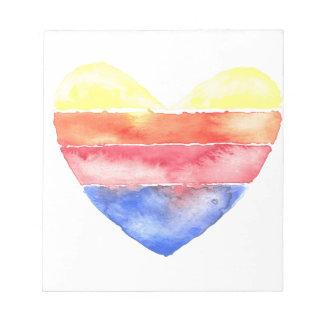 Corazón rayado colorido pintado en watercolour bloc de notas