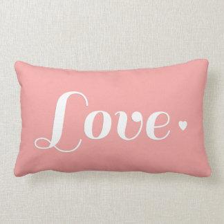 Corazón retro coralino ligero del amor almohada