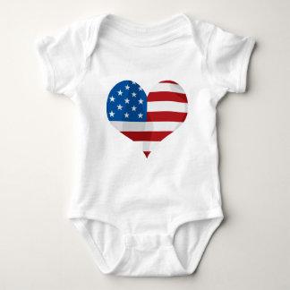 Corazón rojo, blanco y azul patriótico t-shirts