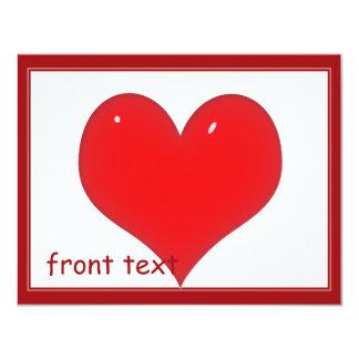 Corazón rojo brillante (añada su texto) invitación 10,8 x 13,9 cm