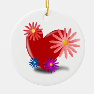 Corazón rojo con las flores en él adorno para reyes