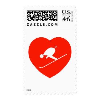 Corazón rojo de esquí del amor