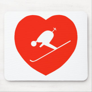 Corazón rojo de esquí del amor tapetes de ratón