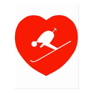 Corazón rojo de esquí del amor postal