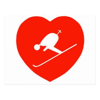 Corazón rojo de esquí del amor tarjeta postal