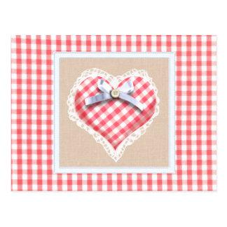 Corazón rojo de la guinga con el gráfico del arco postal