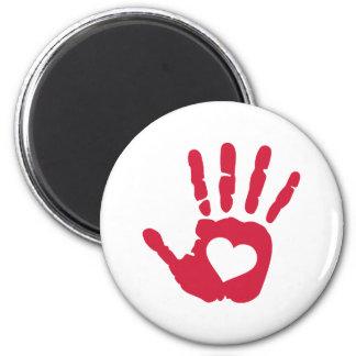 Corazón rojo de la mano imán redondo 5 cm