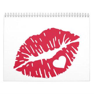 Corazón rojo del beso calendarios de pared