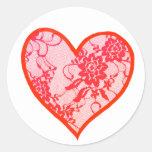 Corazón rojo del cordón etiquetas redondas
