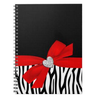 Corazón rojo del diamante del arco de la cebra cuadernos
