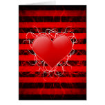 Corazón rojo del emo punky gótico con las rayas ne tarjeton