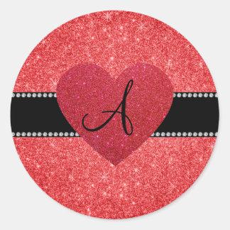 Corazón rojo del rojo del brillo del monograma pegatina redonda