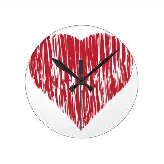 Corazón rojo dibujado mano 4 reloj redondo mediano