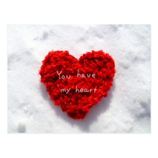 Corazón rojo en tarjeta blanca pura del amor de la postal