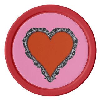 Corazón rojo oscuro rodeado por diseño negro del fichas de póquer