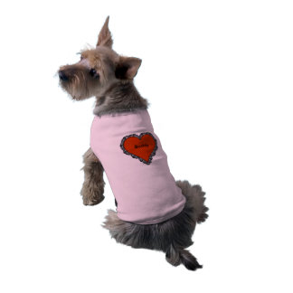 Corazón rojo oscuro rodeado por el monograma negro playera sin mangas para perro