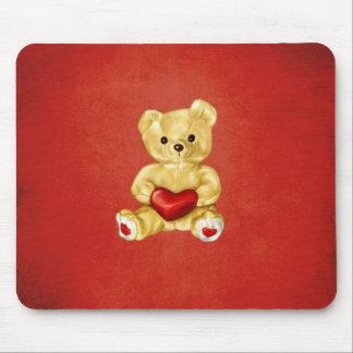 Corazón rojo que hipnotiza el oso de peluche lindo alfombrilla de ratón