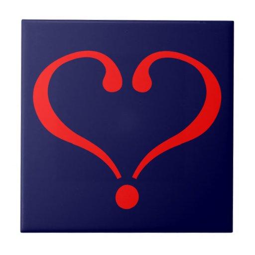 Corazón rojo y amor abierto en día de San Valentín Azulejo