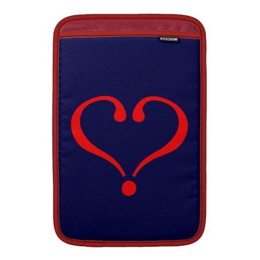 Corazón rojo y amor abierto en día de San Valentín Funda MacBook