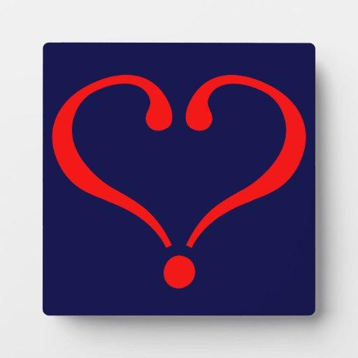 Corazón rojo y amor abierto en día de San Valentín Placas De Plastico