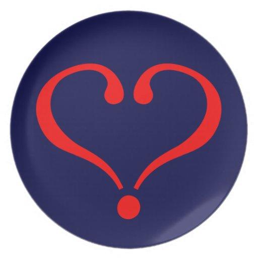 Corazón rojo y amor abierto en día de San Valentín Plato Para Fiesta